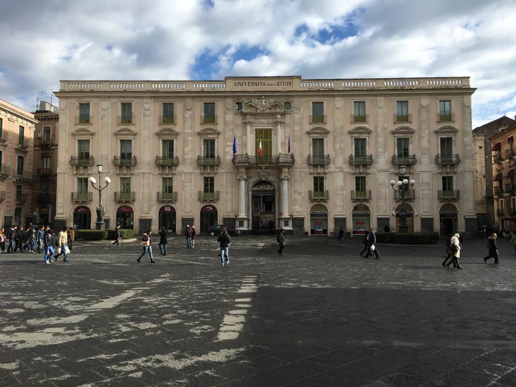 Piazza Universita